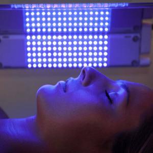 LED фототерапия – Синя светлина за лечение на акне